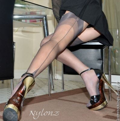I'm a crazy fan of silk stockings. Silk stockings fascinate me.